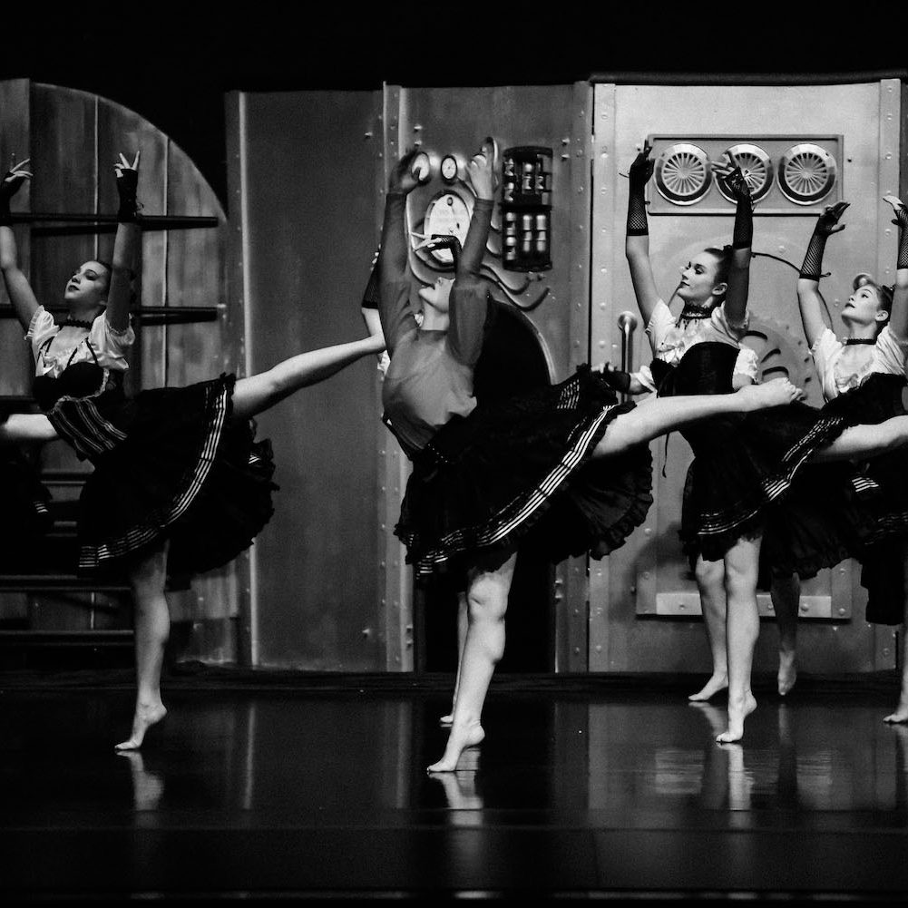 en-pointe-seniors-dance-ballet 1500